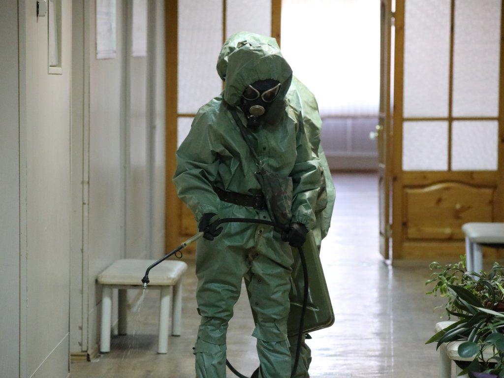 Военнослужащие РХБ защиты ЮВО провели дезинфекцию военного аэродрома в Моздоке