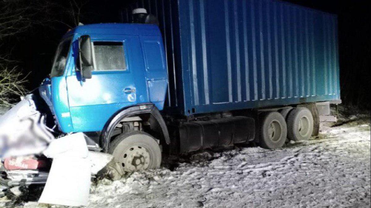 Пятеро погибли при столкновении легкового автомобиля с грузовиком в Северной Осетии