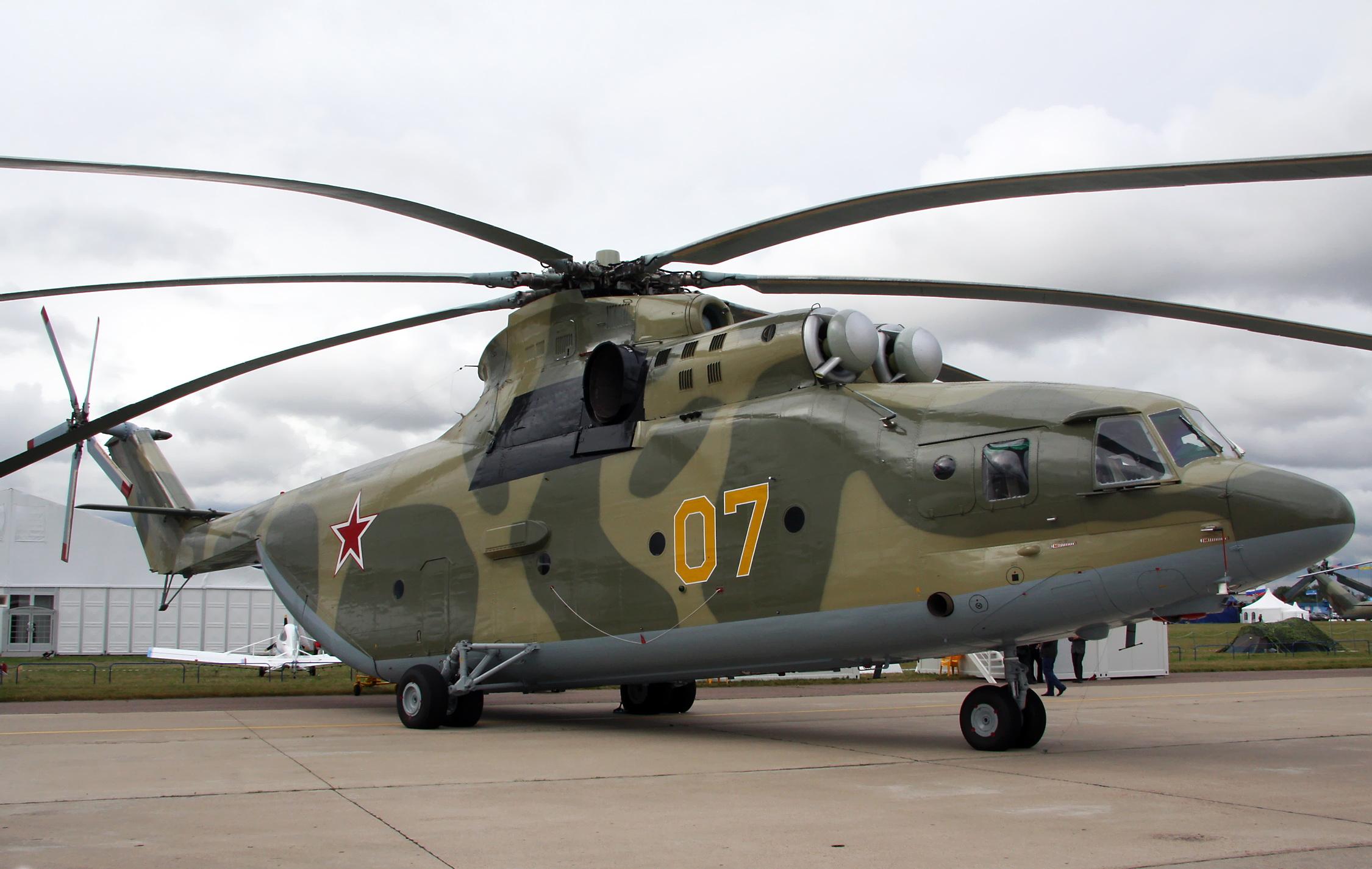 Военный вертолет совершил жесткую посадку в Моздоке